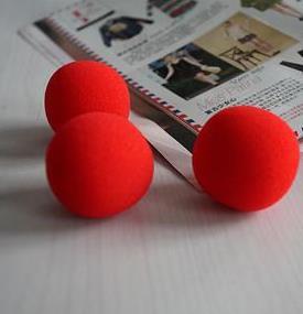 Trucos de magia con bolas de esponja.