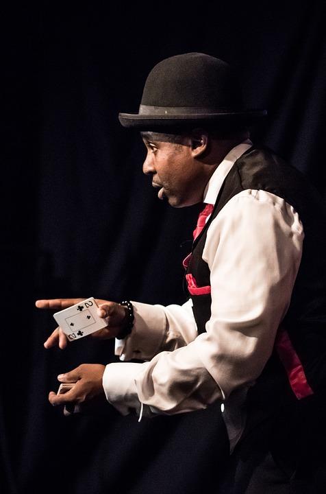 Asegúrate de saber cómo contratar un mago para una fiesta de fin de curso