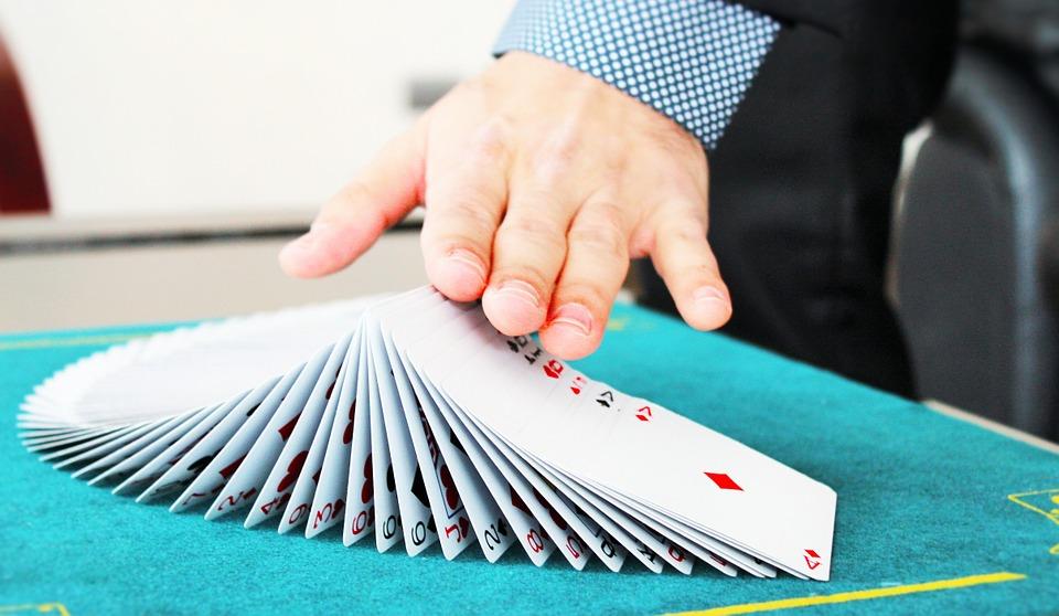 Top 10 de trucos de magia caseros para principiantes-cartas